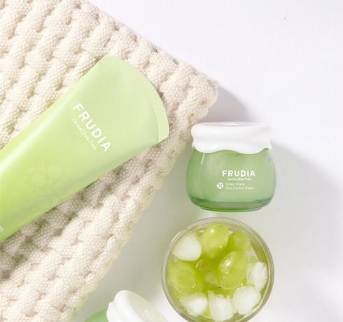 Себорегулирующая пенка-скраб с экстрактом винограда Frudia Green Grape Pore Control Scrub Cleansing Foam