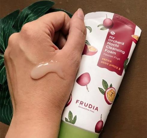 Очищающая пенка для лица с маракуйей Frudia My Orchard Passion Fruit Mochi Cleansing Foam