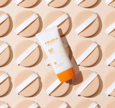 Осветляющая солнцезащитная крем-основа Frudia Tone-Up Base Sun Cream SPF50+/PA++++