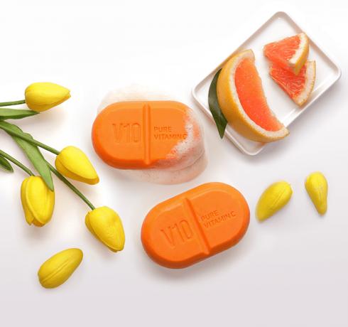 Очищающее мыло с витаминным комплексом Some By Mi Vitamin C V10 Cleansing Bar